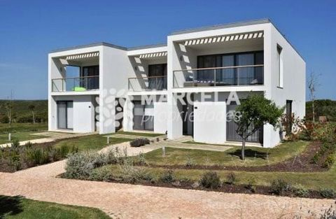 Located in Vila do Bispo. Excellent Townhouses with contemporary architecture and in a great location with magnificent views of the ocean and bay and close to all the resort facilities. The villas consist of 2 floors in which the ground floor consist...