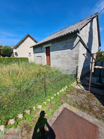 CORREZE (19) For sale in Treignac. Pretty terraced house offering a nice potentie, l composed of a space bathroom WC, a living room with kitchenette. Upstairs are 2 bedrooms, an office and a bathroom with WC. Small garden to the front, garden and gar...