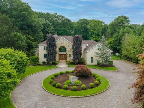 Beautifully landscaped property w/sweeping lawns embraced by exquisite specimen trees, flowering perennial plantings & mature evergreens. Impressive arched front entry leads into an expansive interior highlighted by quality craftsmanship, oak floors ...