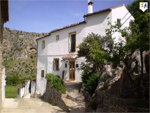 Casa El Corchito is located in an old roman street in the historic part of the village known as 'La Raspa'. The property was totally renovated in 2010 and is situated within the outskirts of Montejaque surrounded by stunning countryside views. The cu...