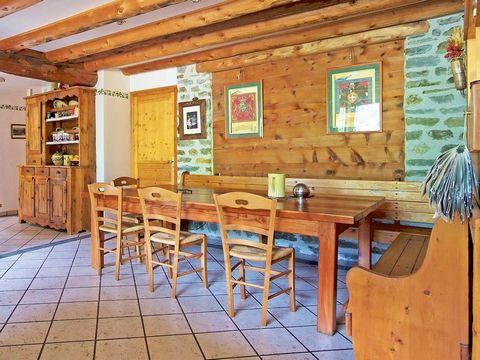 Le Chalet de Claude est situé à Peisey-Vallandry à 500 m des pistes. Il y a arrêt de bus à 100 m. Le Chalet de Claude est un chalet traditionnel bien équipé avec une cheminée ouverte, idéalement situé au bord du village de montagne de Peisey. La mais...