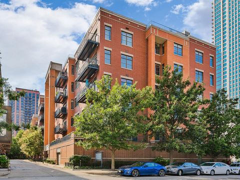 Fulton Station! Looking for SPACE? Look no further in this EXPANSIVE and SUNNY 2 bed, 2 full bath perfect split floor plan! This home is METICULOUSLY maintained throughout every inch of the space. True chef's kitchen with tons of granite countertop s...