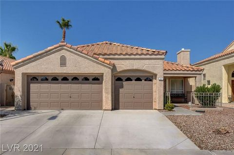 Lovely single story 3 bed, 2 bath, 3 car garage home in sought after Northshores community. One owner home, pristine condition, recent upgrades include exterior paint, interior paint, new carpet, water heater, water softener and more. Neutral and lig...