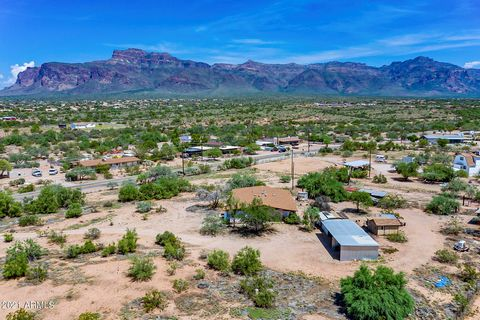 RARE FULLY FENCED 2.5 ACRE PARCEL WITH VIEWS OF THE SUPERSTITION MOUNTAIN AND SILLY MOUNTAIN! NO HOA. THERE IS A SINGLE WIDE WITH BLOCK ADDITIONS ON BOTH SIDES CURRENTLY SITTING ON THE PROPERTY. 3 BEDS, 2 BATHS, FORMAL DINING ROOM, AND A HUGE GREAT R...
