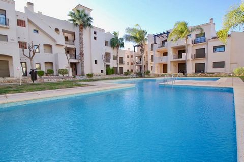 Great opportunity to purchase a lovely bright top floor apartment on the popular Roda Golf Course, 1.5 km from the Mar Menor's amazing beaches and featuring an 18 hole golf course, multiple pools, 24 hour security, gym, bars and restaurants. Taking t...