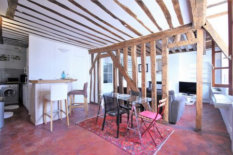 Located in the 3rd arrondissement of Paris, Metro Art et Métier, on the 4th floor without elevator, L'Immobilière Sainte Catherine offers you a furnished apartment very bright and full of charm. The interior space is composed of a living room, semi s...