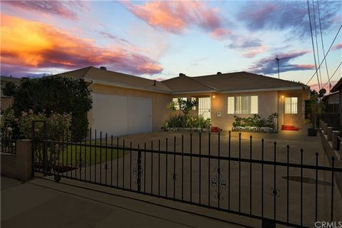 Beautiful family home that has been with one family for almost 40 years! Shows pride of ownership. In a great location in the City of Bell. Centrally located to shopping, transit, schools, freeways and downtown Los Angeles. 3 bedrooms and 2 baths, wi...