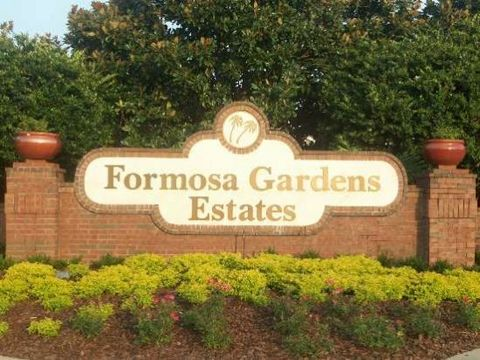 Formosa Gardens Estates is acknowledged as being the most prestigious Disney vacation home rental community in the area. This gated community located only 2 miles form Disney World is very unique in that the four – eight bedroom homes that make up Fo...