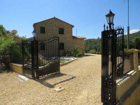This Beautiful country house is in the peaceful location of Bolulla with incredible 360 degree views of the mountains and coast. The house is split into 2 separate dwellings but could easily be made into one large family home. and#13;The downstairs h...