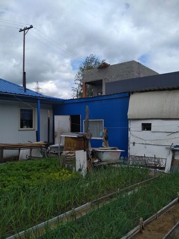 1 этаж, 70 кв.м, бревно, хорошее состояние, водопровод, баня, 7 соток земли, насаждения. Неподалёку остановка, школа, д/с.
