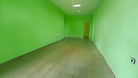 Ruse. 45 sq. m. shop/office on the ground floor in Wide center of Ruse city IBG Real Estates offers for rent a premise on the ground floor, located on a street with intensive car flow. The office is with total area of 45 sq. m. and it consist of a la...