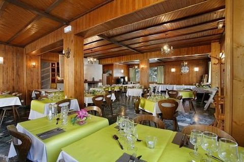 The two star Hotel Eliova L'eau Vive** is located 100m from the Linga gondola lift in Chatel. This links skiers to the Portes du Soleil ski area. There is a free shuttle service to the centre of Chatel. Bedroom with 3 single beds, flat screen TV. Bat...