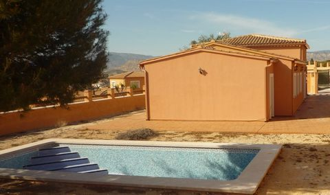 Villa with private plot, swimming pool (32 m2) and detached house on the ground floor, which measures a total useful area of 115.46 m2 being the constructed area of 132.43 m2. It consists of a porch at the entrance of the housing, hall, step, kitchen...