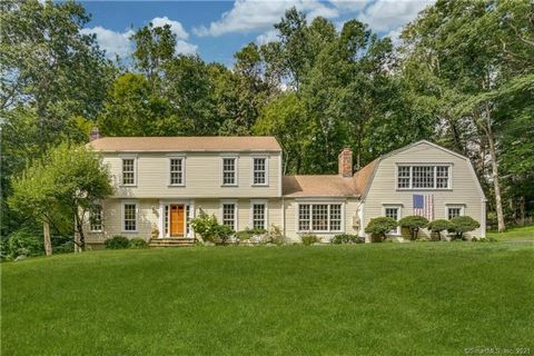 This bright, spacious and inviting 5 bedroom classic colonial, sited on 4 private acres on prestigious Oenoke Ridge, is a gem. Offering many recent updates including new thermopane windows, refinished hardwood floors throughout, new AC, 3.5 baths upd...