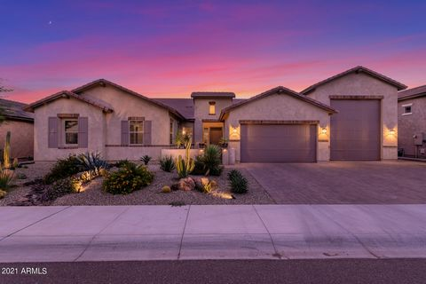 Hard to find 2018 home on an oversized lot with a large RV Garage with loft. split floor plan 3 bed, Plus a bonus room, 2.5 bath residence. Stunning curb appeal, attractive desert landscape, cozy front patio, 2 car plus RV garage! The interior boasts...
