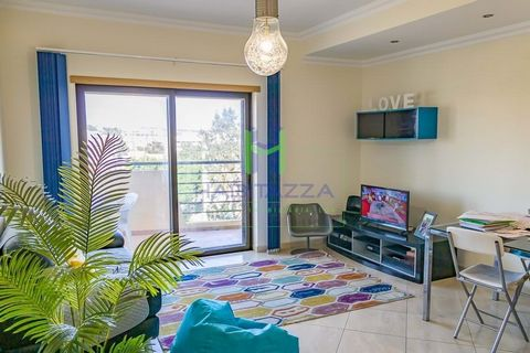 Spacious 3 bedroom apartment inserted in a building with communal pool, parking spaces and storage rooms in the basement, situated in a very desirable area, close to all the amenities of the city of Lagos. Standing on an elevated floor, we can enjoy ...