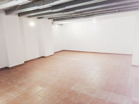 Local- warehouse of 36 m2. Completely rehabilitated, in one of the best areas of the Clot. A step away from Avenida Meridiana, and next to C / Mallorca.Local to use as a warehouse. Or to set up a small office or small office. A GENUINE NEIGHBORHOOD I...