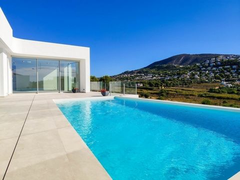 Unique opportunity. Super luxury villa built in a modern style with a very, very comfortable distribution. Intended for people who appreciate comfort and convenience however at the same time do not want to over pay.. . Only for 935,000€ it is possibl...