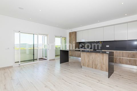Excellent 3 bedroom apartment, located in the quiet village of S. Brás de Alportel. With a modern architecture, this apartment comprises entrance hall, open space equipped kitchen, living room, three bedrooms, one of them en suite, two bathrooms, lau...