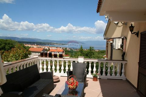 This beautiful detached villa is located in the vicinity of Malinska on the island of Krk. The villa with 495 m2 of living space and 2100 m2 of garden consists of a basement and two floors. In the basement of the villa there is a tavern with a bar, k...
