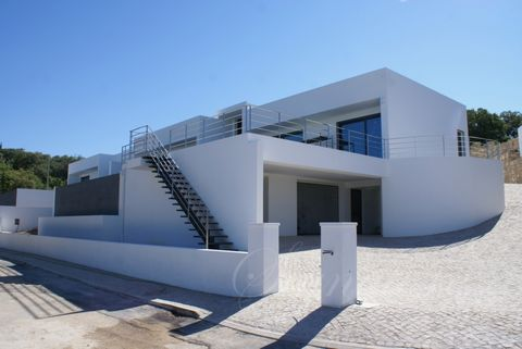 Located in São Brás de Alportel. Very well finished 3 bedroom en suite Villa with an infinity pool. The eye catcher of this modern new construction is simply the quality and the high quality finishing. The entrance door is 4,5 m high and 1.5 m width,...