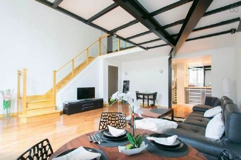 This 3-room apartment is on the 4th and 5th floors of a fine turn-of-the-century building with a lift. With the feel of an artists studio with a mezzanine, it offers 83 sqm of living space including an entry with a guest toilet, a spacious living/rec...