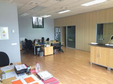 Office next to Policlinica Miramar, well connected by city transport and easy parking. 100sqm. plus 40sqm. terrace. 13m. façade with large windows. 2 main offices, one with meeting table. 2 bathrooms. Storage room. 2 entrances. Hardwood floors. AC. H...