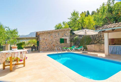 Esta encantadora casita de pueblo con piscina privada se encuentra en Sóller, en la Sierra de Tramuntana y ofrece un segundo hogar para 2 huéspedes. La piscina privada de cloro tiene un tamaño de 5m x 4m y una profundidad que varía de 1.15m a 1.5m y ...