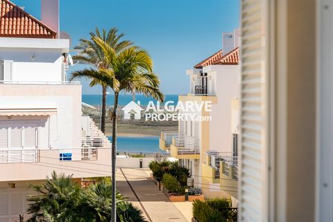 Located in Cabanas de Tavira. An investment opportunity in a New apartment, in which the naturalistic architecture is integrated in the Natural Park of Ria Formosa bringing the pure Algarve. The interior design articulates the typical elements of the...
