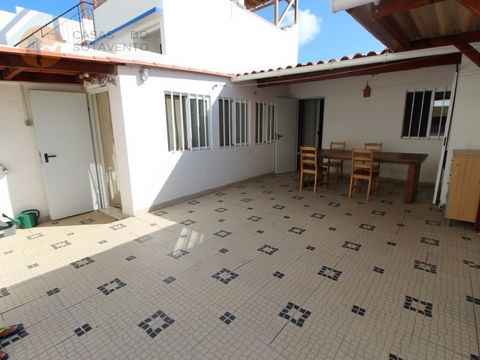 Fantastic Villa in Downtown Olhão, near the Historic Area and the Traditional Market. This villa was all recovered in order to maintain the characteristic features of the House, such as the fantastic vaulted ceilings and tiles, being ready to inhabit...