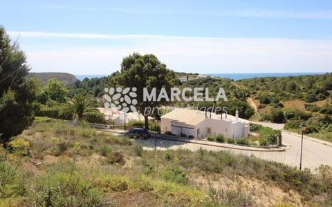 Located in Vila do Bispo. Urban plot with excellent sea views and good sun exposure, located in an urbanization between Salema and Burgau, only a few steps from Praia das Cabanas Velhas. The plot has 980m2 and allows the construction of a 2 storey vi...