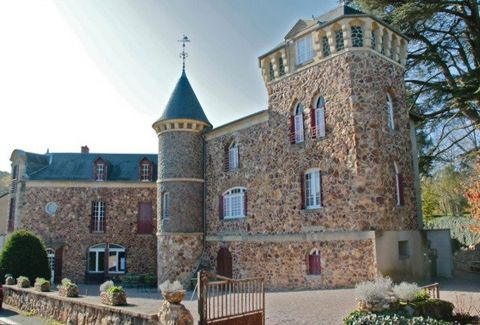 Magnificent atypical castle dating from the nineteenth century, the Castel Des Cèdres is located in the natural park of Morvan, in Burgundy, in the heart of the spa town of Saint-Honoré-Les-Bains. The village offers restaurants, pharmacy, bakery, sup...