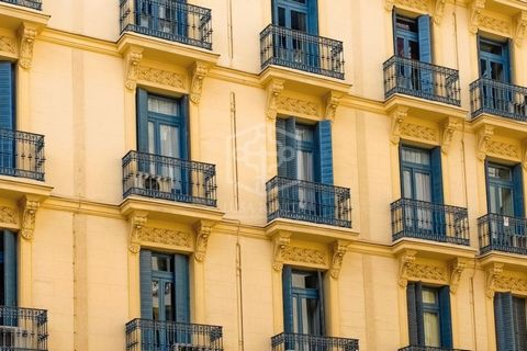 Building for sale located in the heart of the charming neighbourhood of Gracia, just a few metres from Plaza del Sol. Lively area with a wide variety of local shops, bars and restaurants. Area equipped with all the necessary amenities and with excell...