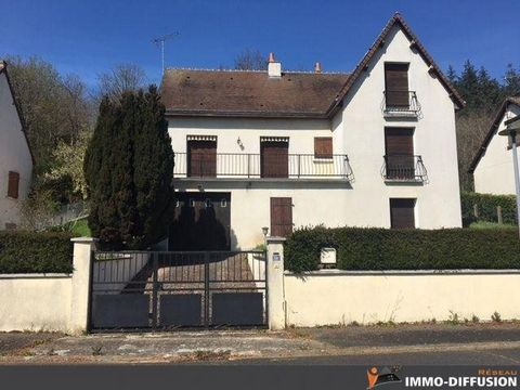 Mandate N°FRP136393 : House approximately 190 m2 including 6 room(s) - 5 bed-rooms - Garden : 490 m2. Built in 1980 - Equipement annex : Garden, Terrace, double vitrage, Fireplace, Cellar - chauffage : fioul - Class Energy E : 232.5 kWh.m2.year - Mor...