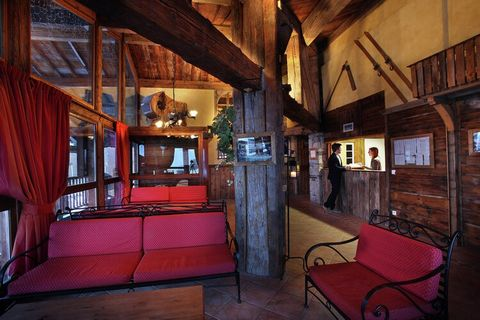 Résidence Hermine consists of two, large, lovely connected chalets with ten luxury apartments in total. All apartments are nicely decorated and have got a balcony. In the apartments that have 4 rooms or more, there is even a cosy fireplace. This very...