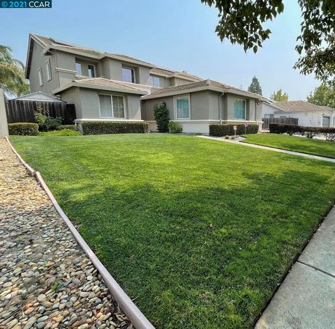 Cheri Milina - Agt: ... This stunning home features a spacious open floor plan with 4 bedrooms, 3 bathrooms, an office that could be used as a 5th bedroom on the main floor, large game room with wet bar, fridge and ice maker, formal living room, dini...
