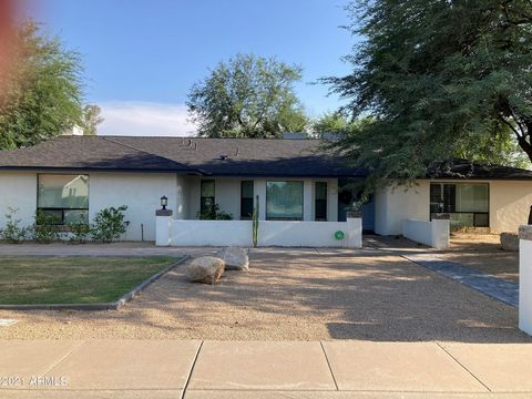 Modern Farmhouse tastefully designed with N/S exposure. Located in the popular zip of 85254. No HOA. Large, open Floorplan, two living rooms, formal dining with wet bar & wine fridge. Updated kitchen offers a 6 burner gas range with Stainless applian...