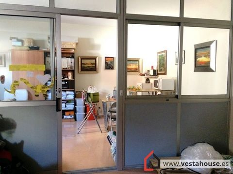 Commercial Premises in full operation, in the center of San Vicente, with toilet, of 140mm