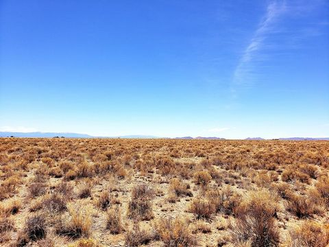 Located in Needles. 10.15 AC Needles CA Land. minutes from the Colorado River Special Warranty Deed. Parcel Number: 0651-301-26-0000 Type Lots And Land Sub-Type Other Lot Size 10.15 Ac Zip 92363 School District Needles Unified School District Just mi...