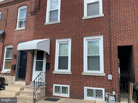 Updated twin with 2.5 baths, plenty of space for all! Off street parking for 2 cars, back deck. Washer & Dryer on both the 2nd floor and in the spacious basement. The basement has a full bathroom with exit to back yard. Enter to the main floor great ...