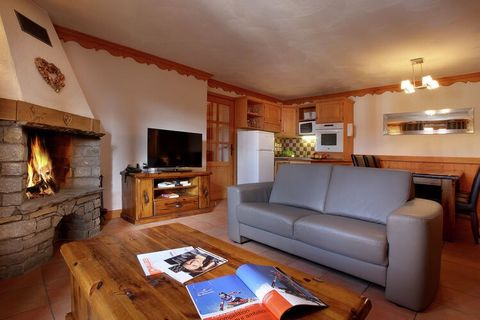 Residence Plein Sud consists of four larger, connected chalets with in total 13 luxurious apartments. All apartments are nicely decorated and have got a balcony. The 6-person apartments and larger even have a cosy open fireplace. This very well maint...