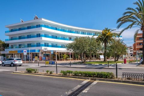 Completely renovated boutique hotel with a modern decor in turquoise and white. Located just a few steps from the sandy beach of Santa Ponsa. The hotel has been redecorated and has modern facilities. Double standard rooms include two separate beds or...