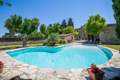 This charming 16th century finca with private pool and garden is ideal for a quiet holiday in the countryside. Offers space for 10 to 11 people. The exteriors have many corners to enjoy the free time. Start the day with a refreshing bath in the 13 x ...