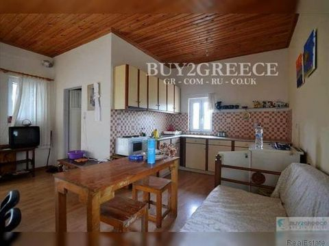 808 - FOR SALE 2-FLOOR FARMHOUSE OF 200m2, 1st FLOOR OF 100m2, GROUND FLOOR OF 100m2 THAT CAN BE AN INDEPENDENT HOUSE, YARD WITH PARKING SPACES, WOOD FIRED OVEN AND CHICKEN COOP, 2km AWAY FROM PETROULIA BEACH, 3km FROM KORONI, FALANTHI - MESSINIA::Ne...