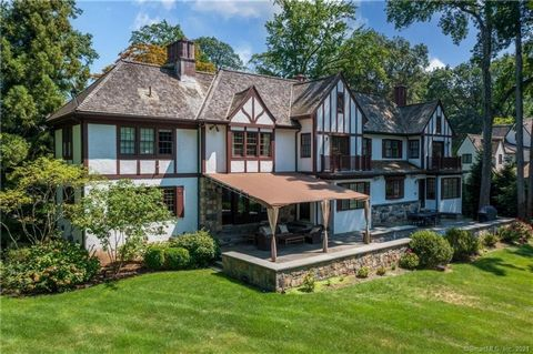One of the most idyllic properties in coveted Milbrook Association. Lovely 6 BR 5.2 bath custom built lakefront home with amazing views throughout. Impressive primary suite with fireplace, spacious closets, and beautiful bath. Grand gourmet kitchen w...