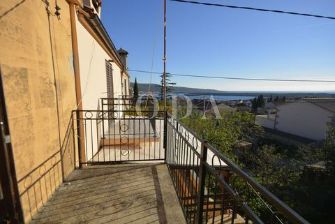 Location: Primorsko-goranska županija, Krk, Krk. The old stone house in a quiet location, near the town of Krk with a beautiful view of the sea. The house is built on a plot of 301 sqm, has an area of 130 sqm and extends on three floors. The basement...