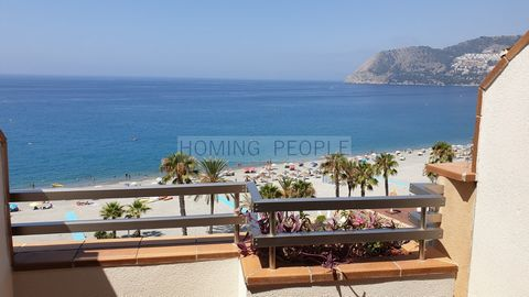 Southwest facing building, located in the most sought after area of La Herradura, on the beachfront. Semi-open kitchen to the living room, which opens onto the terrace, with magnificent views across the bay. The bedrooms are located at the rear, allo...