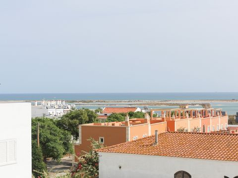 MAKE US THE BEST DEAL Apartment typology T3 located in Fuseta a few minutes walk from the beach, in a quiet urbanization. This apartment consists of a hall, three bedrooms, two toilets, equipped kitchen, pantry, living room with very generous areas, ...
