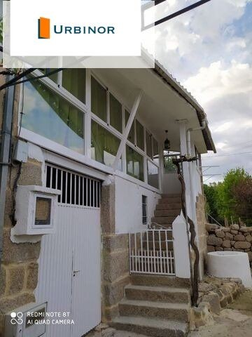 10 minutes from Ourense. Renovated and furnished, all brand new. The house consists of ground floor and first floor. It also has a well with a brand new engine. On the first floor has 2 bedrooms, living room with kitchenette. A bathroom and a very su...