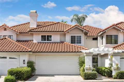 9 Mirabella is a designer 3-bedroom townhome in the lakefront community of Floramar. Walk from Rancho Santa Margarita lake to this cul-de-sac location where you'll find a full driveway lined with sculpted hedges in front of a 2-car direct access gara...